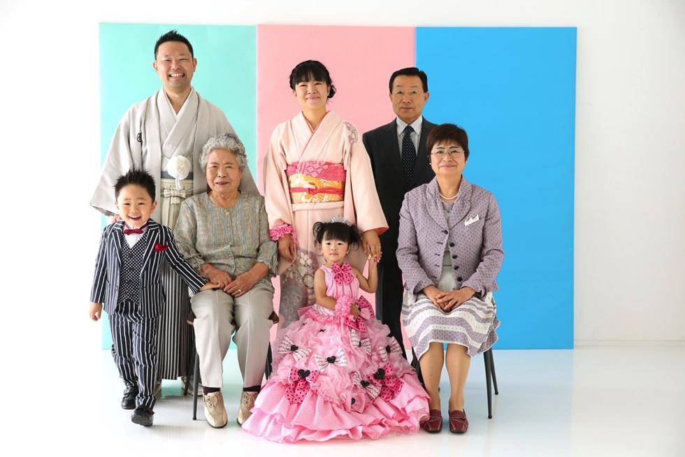 スタジオリンクで家族の記念写真撮影